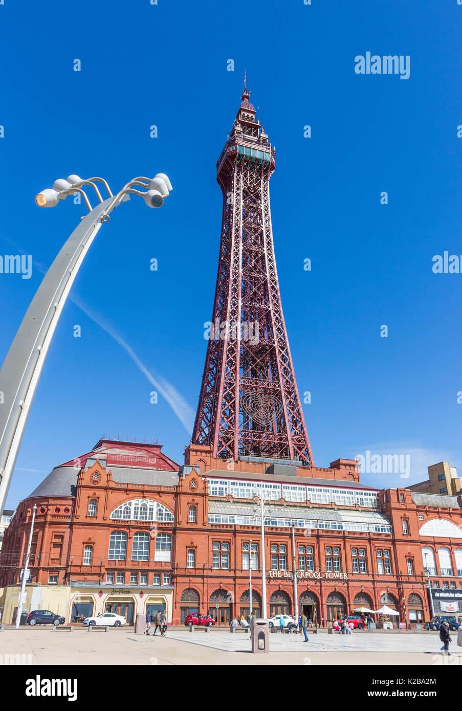 Blackpool, Fylde Coast, Lancashire, England. Der Blackpool Tower und Tower Gebäude, am 14. Mai 1894 eröffnet und von der Eiffelturm in Paris inspiriert, Stockbild