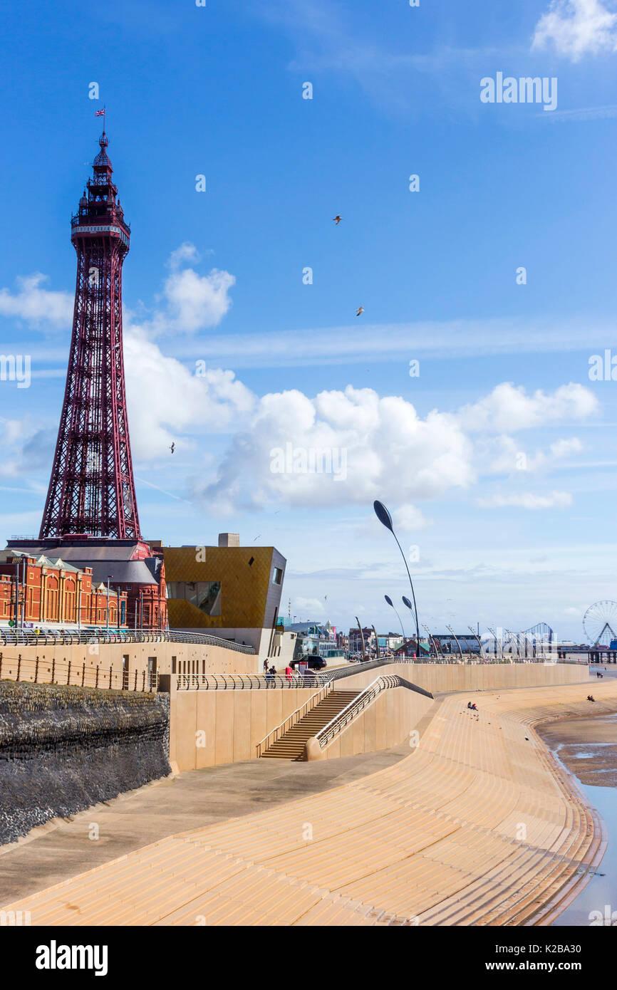Blackpool, Fylde Coast, Lancashire, England. Der Blackpool Tower, am 14. Mai 1894 eröffnet und von der Eiffelturm in Paris inspiriert, es steht 518 Meter Stockbild