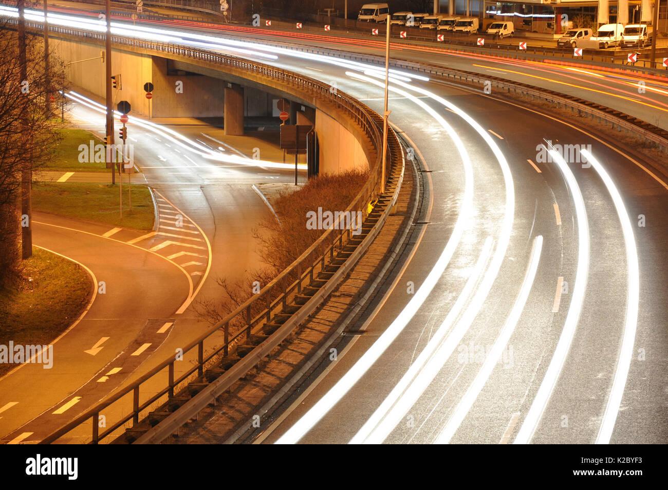Auto Leuchtet Auf Einer Deutschen Autobahn Baustelle Mit Zeichen In