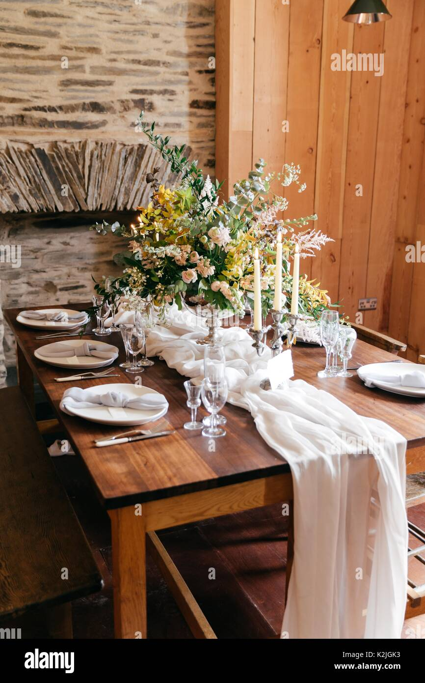 Rustikalen Holztisch Einstellungen Fur Hochzeit Fruhstuck Rustikale