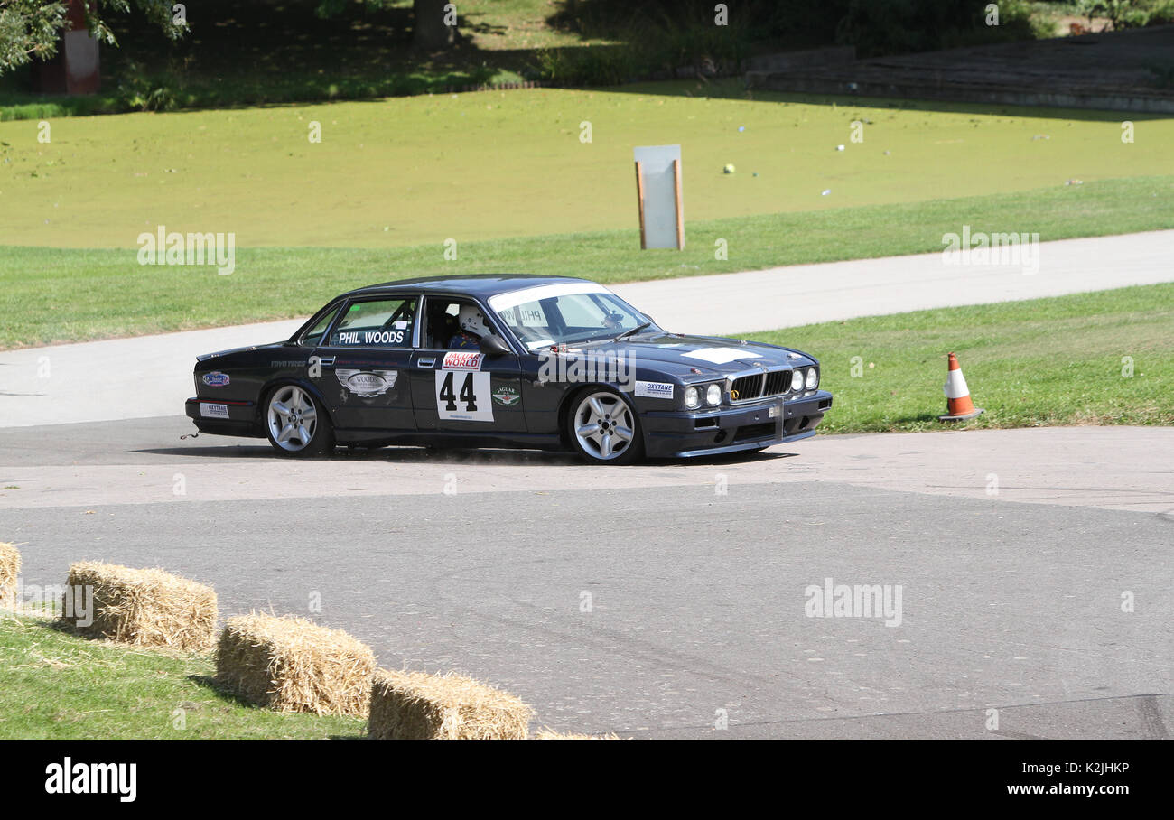 1988 Jaguar XJ 40 im Zeitfahren in Motorsport im Palace in Süd- London England 27 08 2017 konkurrierenden Stockbild