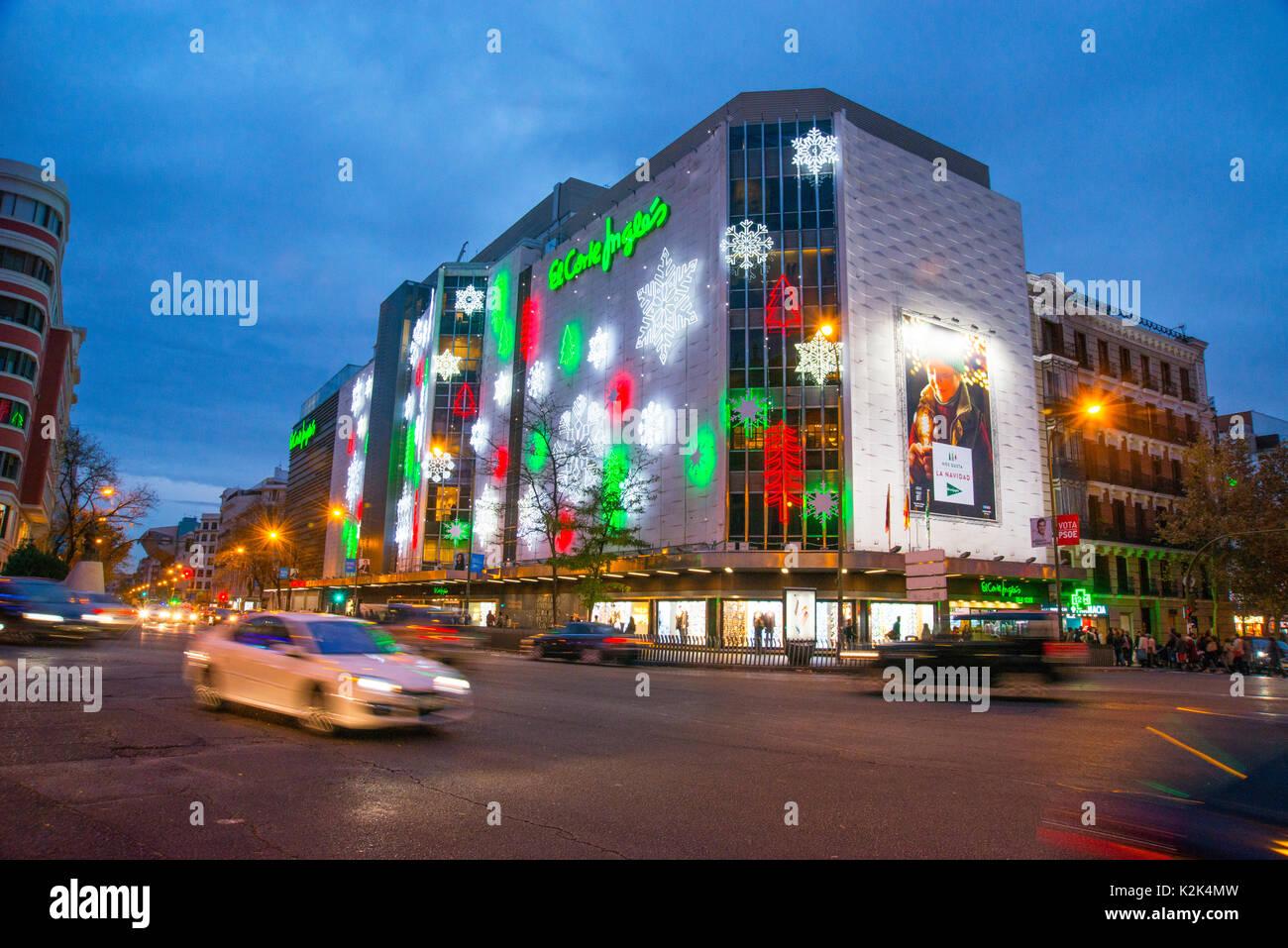 El Corte Ingles Einkaufszentrum an Weihnachten, Nacht. Goya Street ...