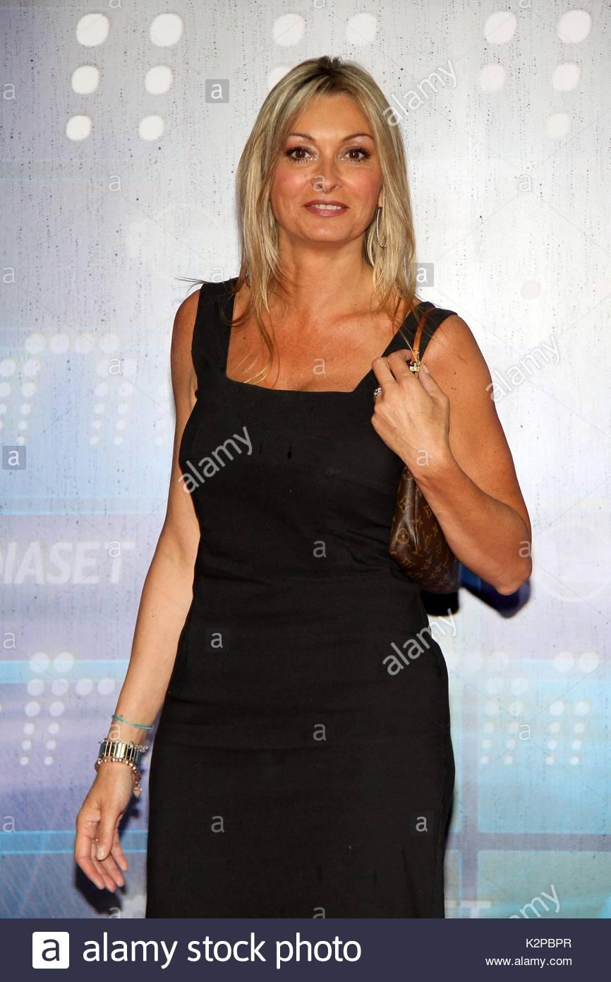Monica Vanali Prominente Nehmen An Der Mediaset Tv Termine