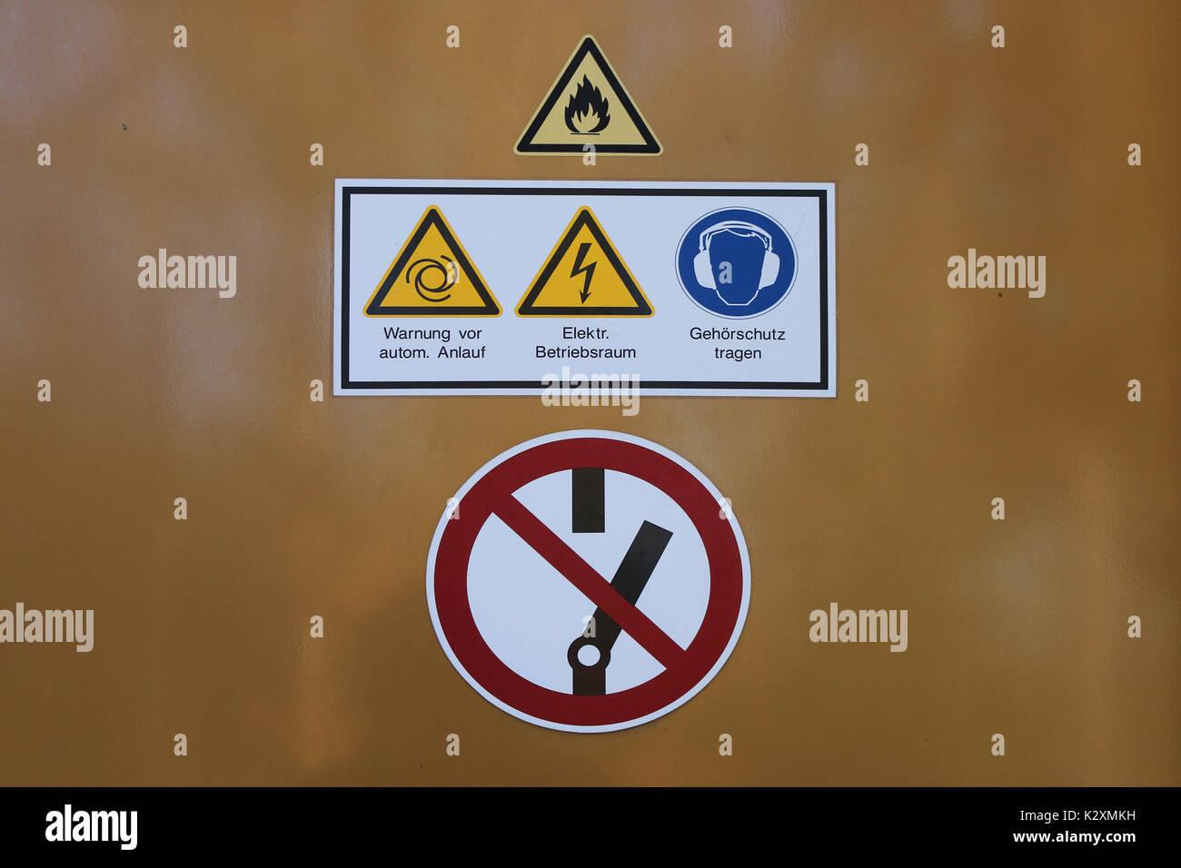 Elektrizitaet, elektrisch, Betrieb, Strom, Starkstrom, Sicherheitstipps, Abladen Stockbild