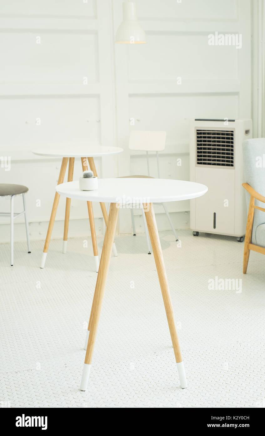Weiß Couchtisch im Wohnzimmer, Vintage Style Stockfoto, Bild ...