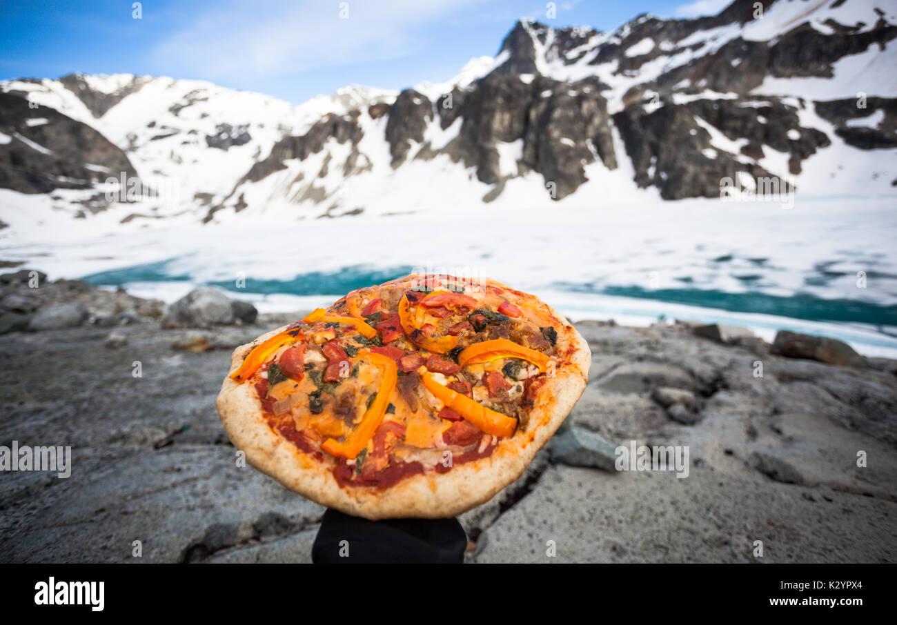 Pizza, einem Backpackers Freude Stockbild