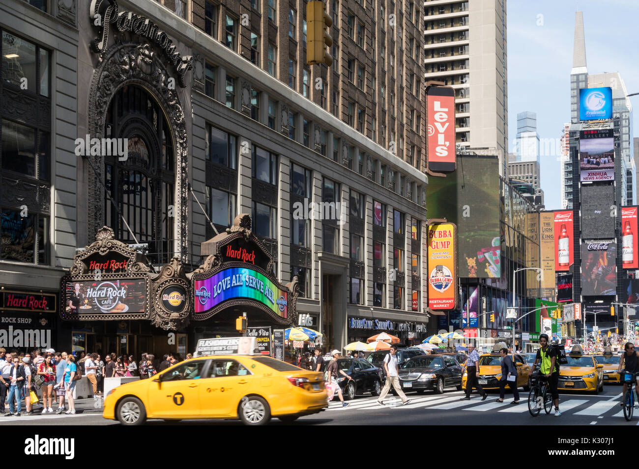 paramount building new york stockfotos paramount building new york bilder alamy. Black Bedroom Furniture Sets. Home Design Ideas