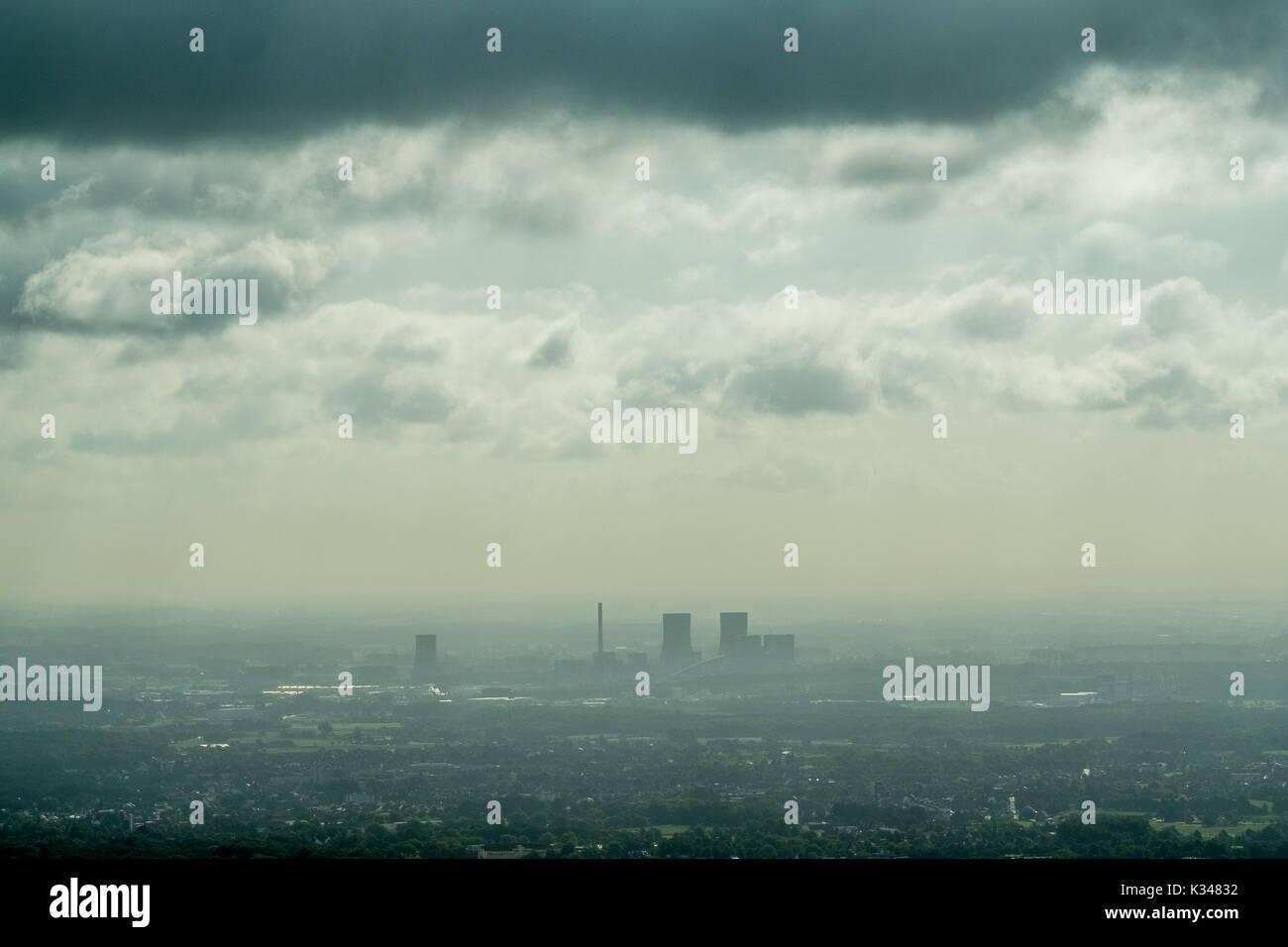 Kraftwerk Westfalen von Bockum-Hövel aus gesehen, Hamm, dunkle Wolken über dem Hammer Kraftwerk, Bayern, Deutschland, Europa, Hamm, Lufta Stockbild