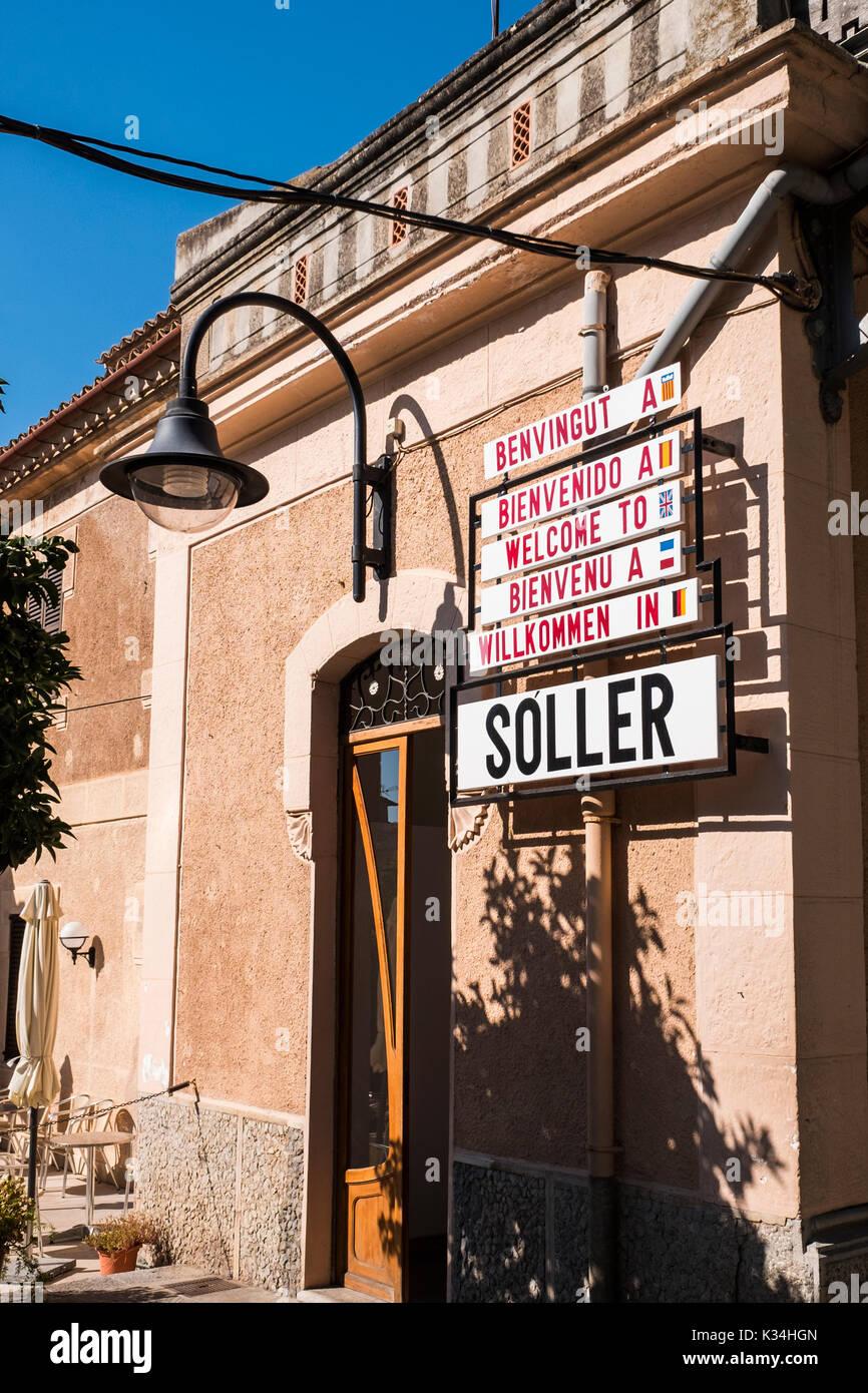 Sóller ist eine Stadt-, Hafen- und Gemeinde an der Westküste von Mallorca ist berühmt für seine Eisenbahn, auf den Stockfoto