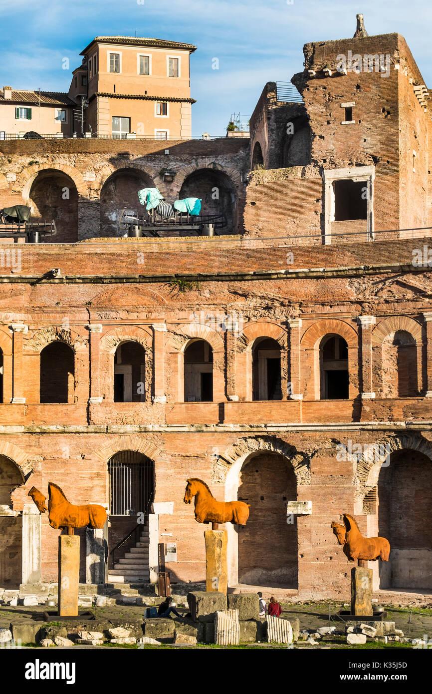 Touristen auf der Trajan Markt Stockbild