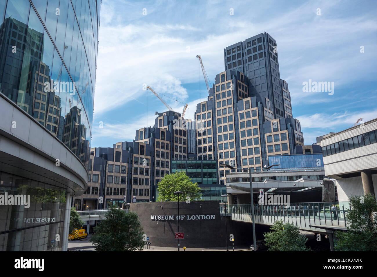 200 Aldersgate, hohes Bürogebäude, Museum von London und London Wall. Stadt von London, Großbritannien Stockbild