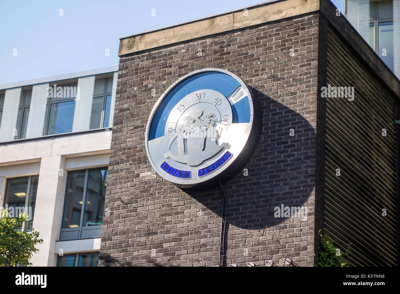 Newgate Street Clock von Joanna A. Migdal, präsentierte auf der Londoner City Worshipful Company der Uhrmacher Stockbild