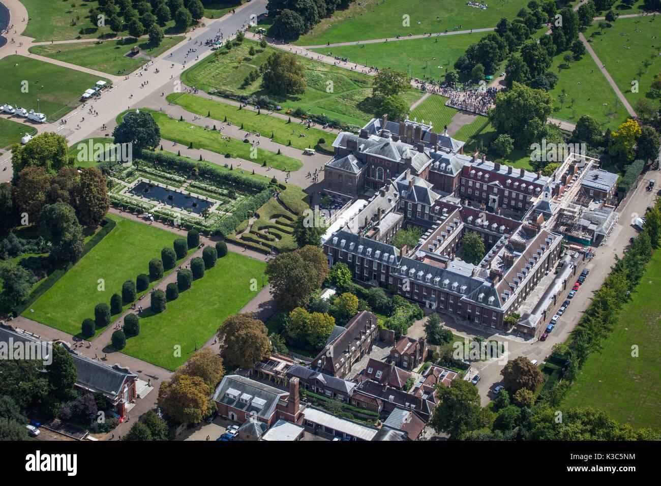 Antenne des Kensington Palace - Zum 20. Jahrestag von Prinzessin Dianas Tod genommen - 31. August 2017 von Hubschrauber in London. Stockbild