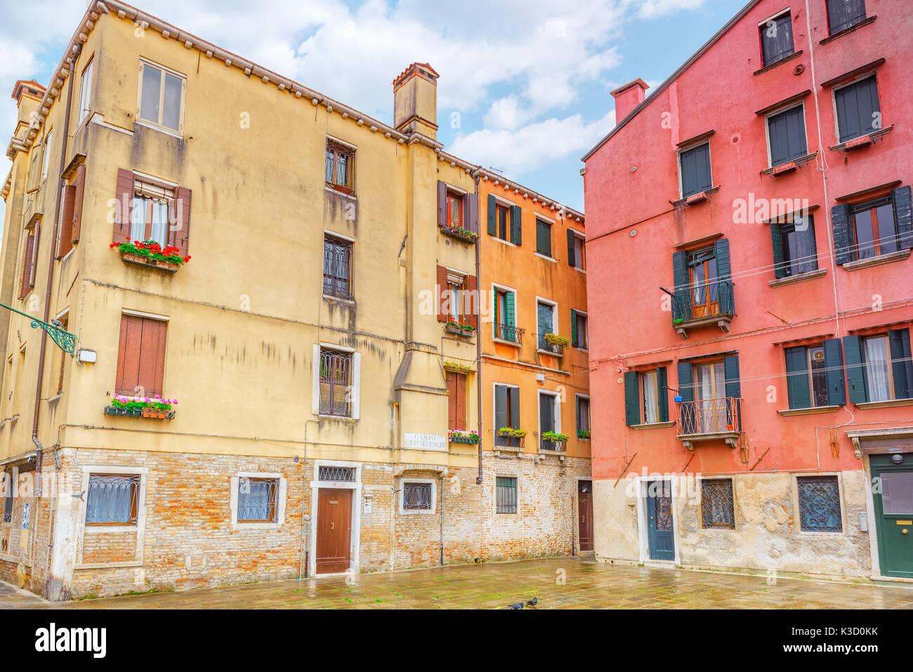 Häuser In Italien blick auf die schönsten orte in venedig engen straßen häuser