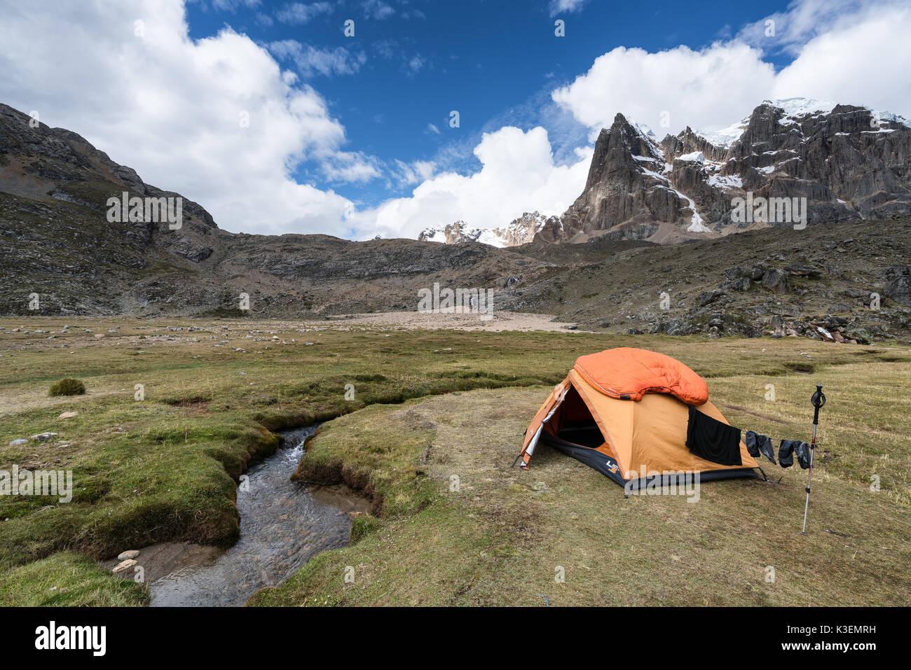 Camping auf huayhuash Trek, Peru Stockbild