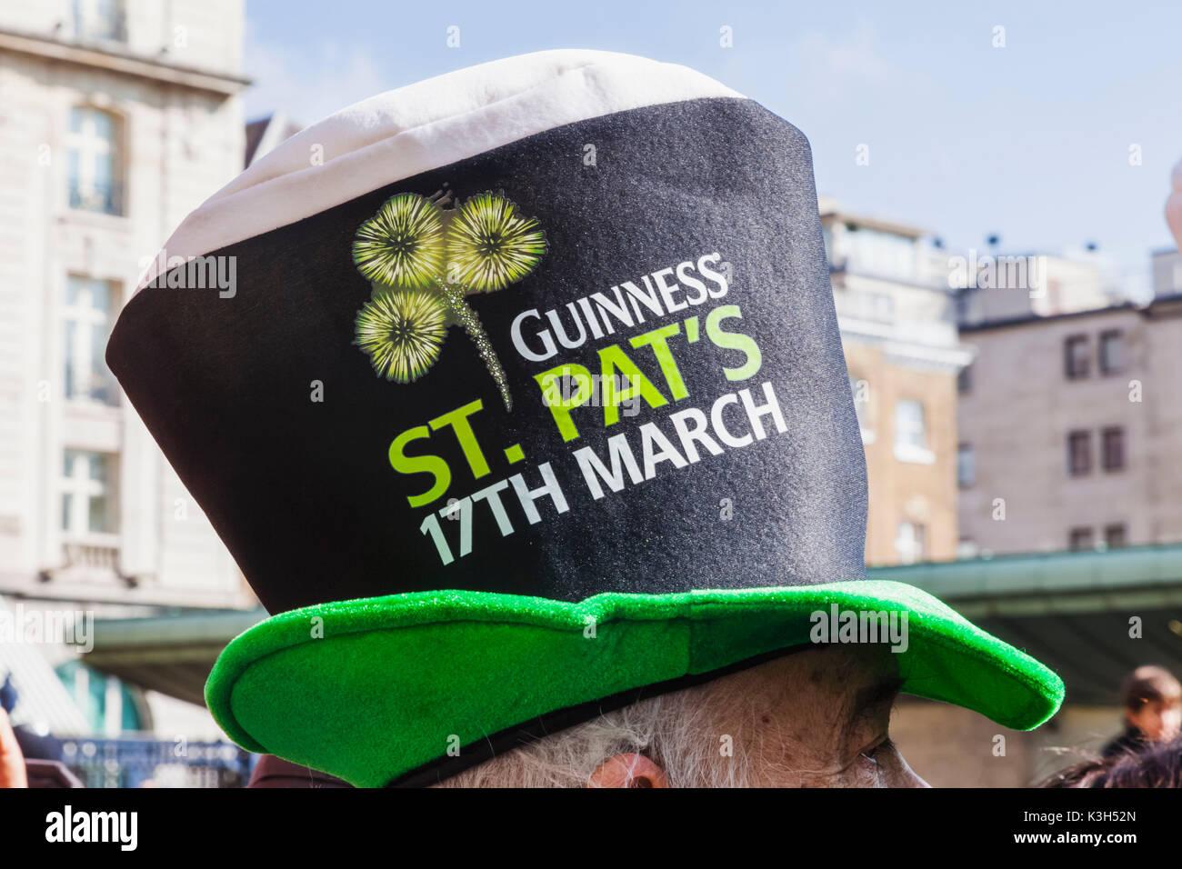 England, London, St. Patrick es Day Parade, Parade Zuschauer Guinness Top Hut Stockbild