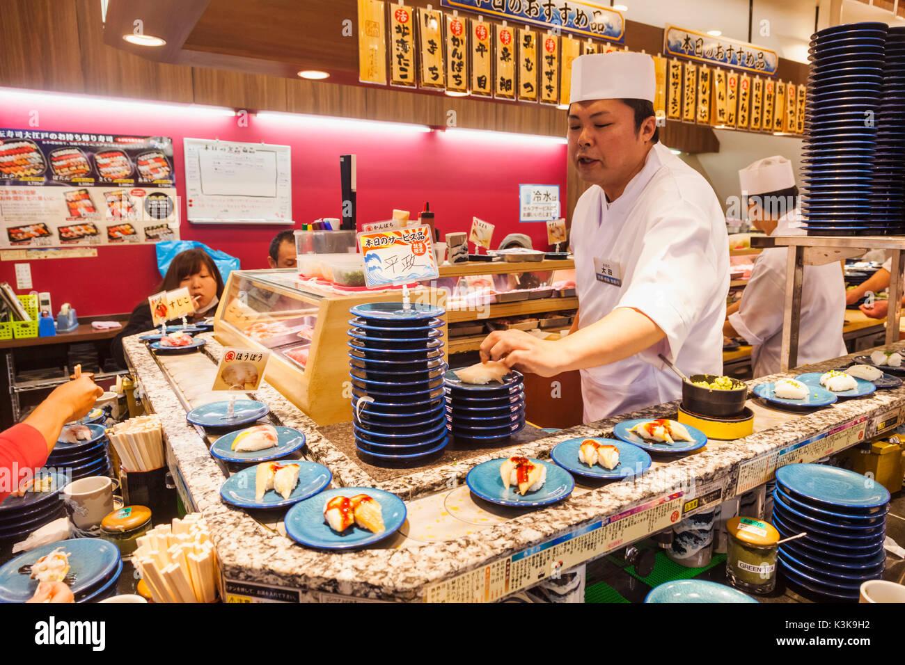 Japan, Hoshu, Tokio, beweglichen Sushi Restaurant. Stockbild