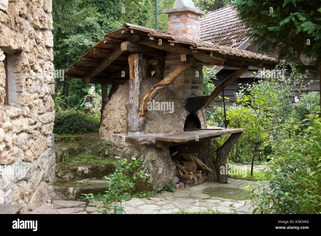 Outdoor Küche Holzofen : Outdoor holzofen zum brotbacken stockfoto bild: 157167824 alamy