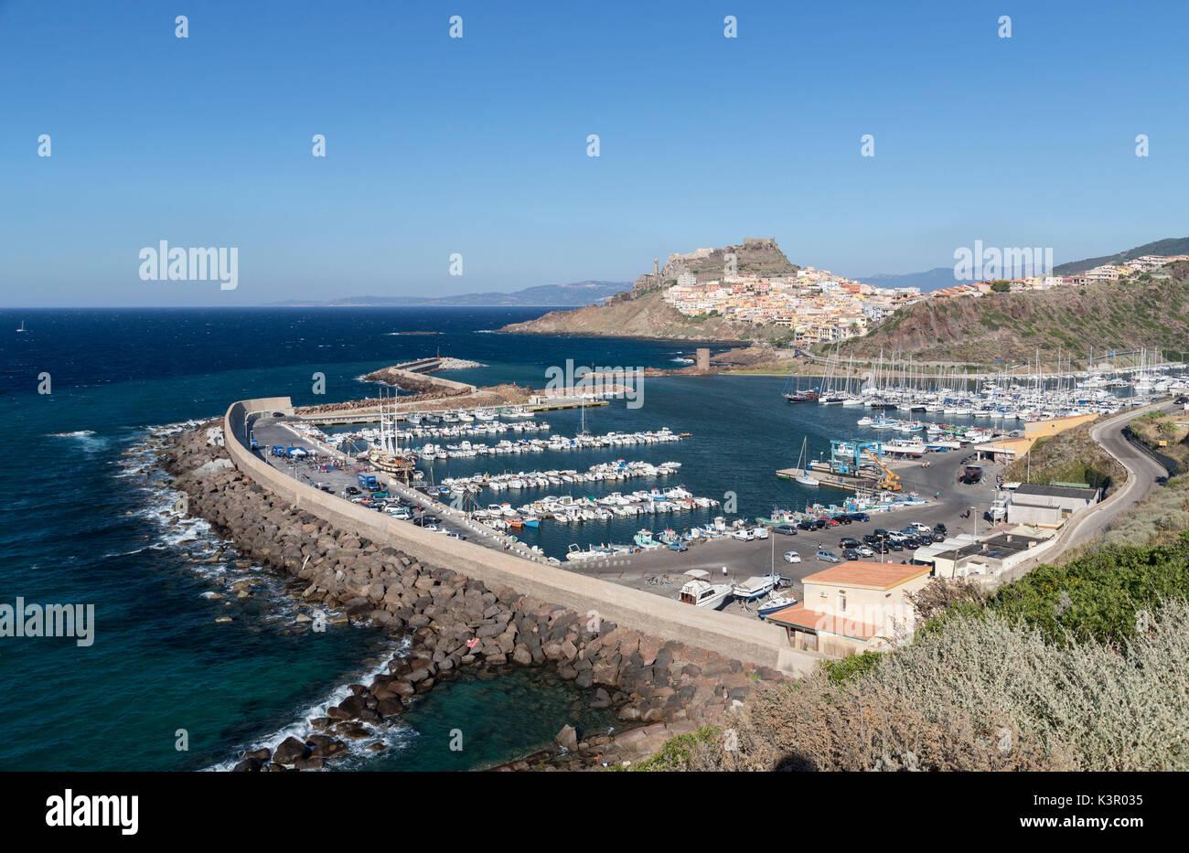 Blick auf die Stadt und den Hafen von Blue sea Castelsardo Golf von ...