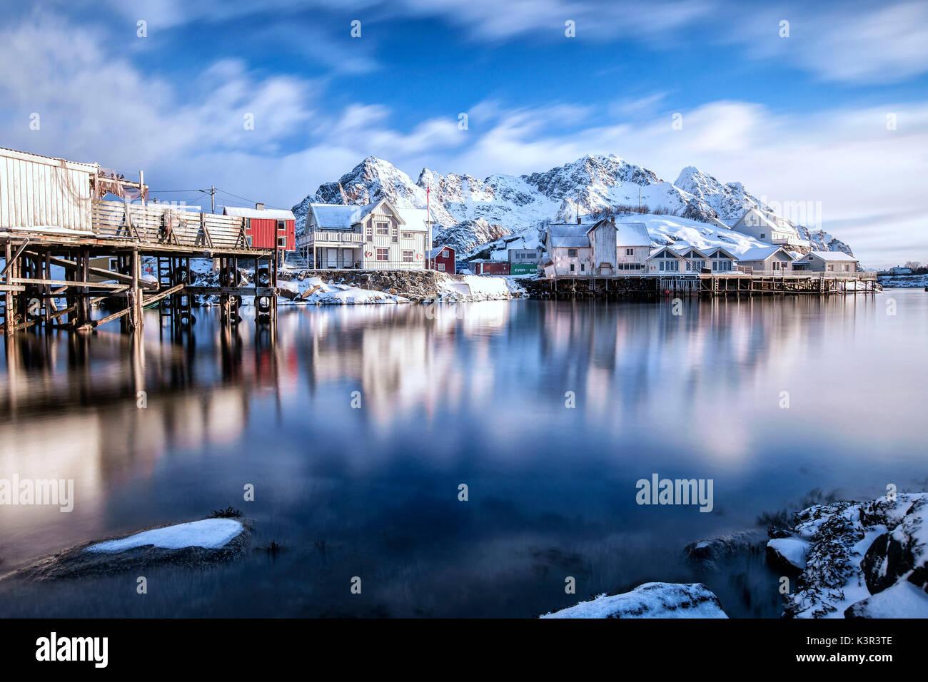 Wolken über henningsvær Fjord. Lofoten. Norwegen. Europa Stockbild
