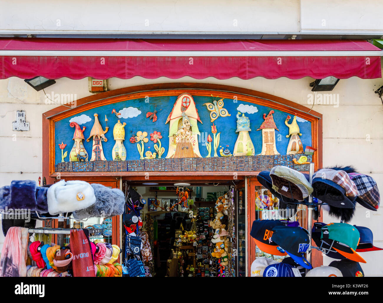 hungary budapest shopping centre stockfotos hungary budapest shopping centre bilder alamy. Black Bedroom Furniture Sets. Home Design Ideas