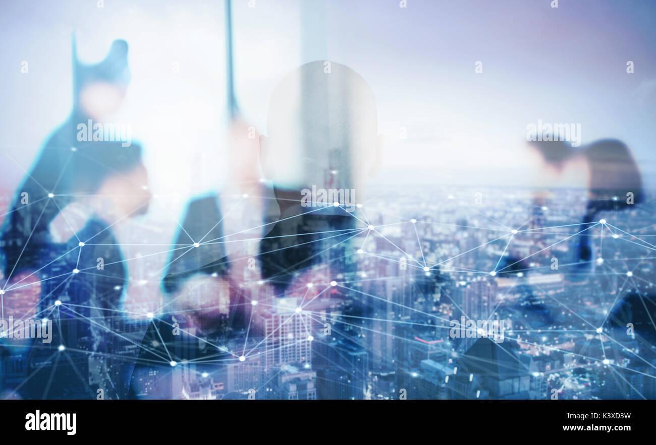 Silhouette der Unternehmer im Büro mit Netzwerk Wirkung. Konzept der Partnerschaft und Zusammenarbeit. Stockbild