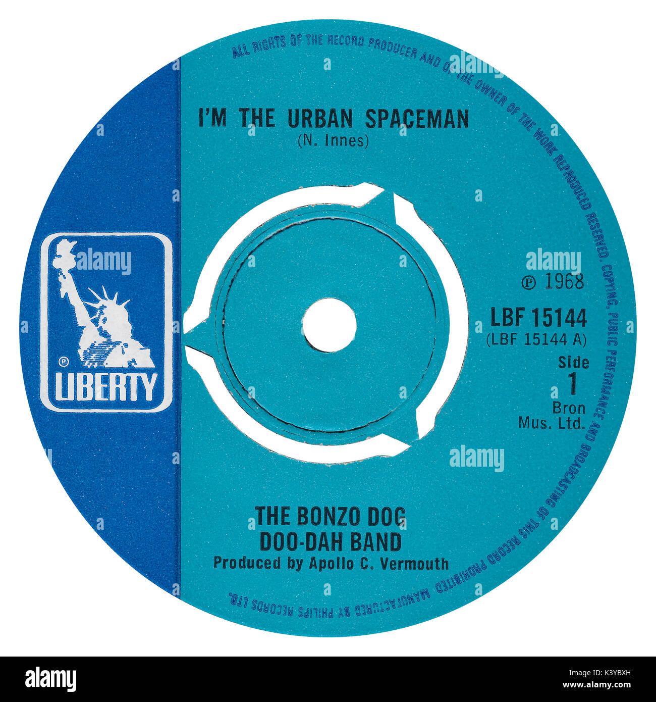 """45 U/min 7"""" das britische Label von ICH BIN der Städtischen Spaceman von der Bonzo Dog Doo-Dah Band auf der Liberty Label von 1968. Von Neil Innes geschrieben und unter dem Pseudonym Apollo C. Wermutwein von Paul McCartney produziert. Stockbild"""
