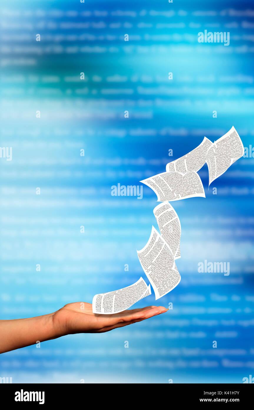 Offene Hand und Buchseiten wegfliegen, Konzept für das Schreiben, blog und kreative Ideen Stockbild