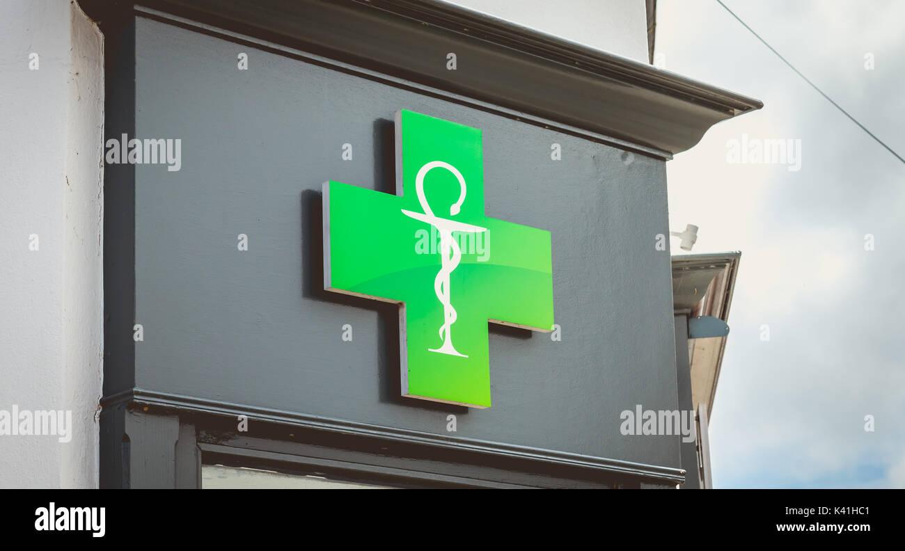 france pharmacy sign stockfotos france pharmacy sign bilder alamy. Black Bedroom Furniture Sets. Home Design Ideas