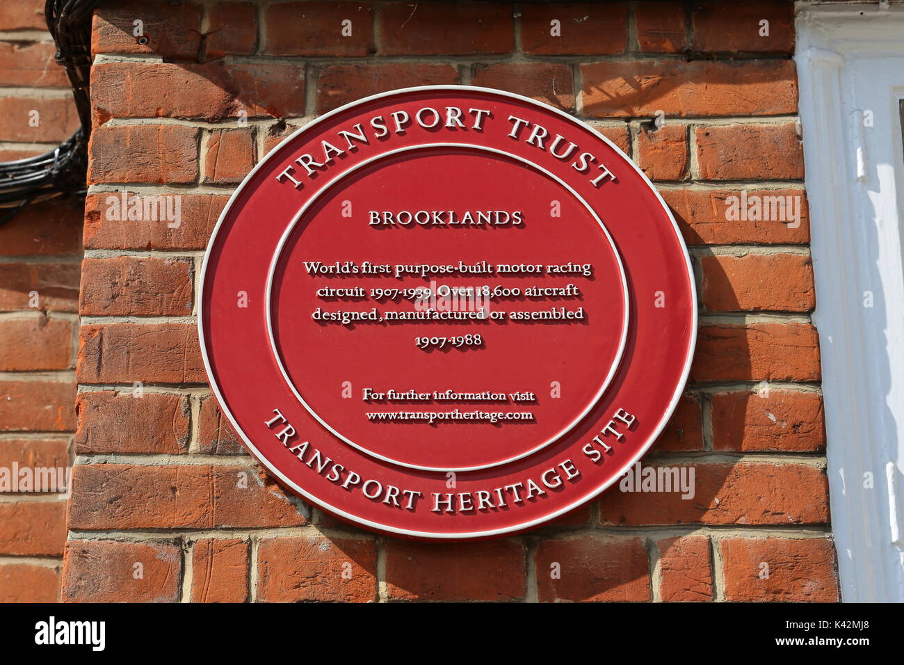 Transport Weltkulturerbe Plakette, Klubhaus, Brooklands Museum, Weybridge, Surrey, England, Großbritannien, USA, UK, Europa Stockbild