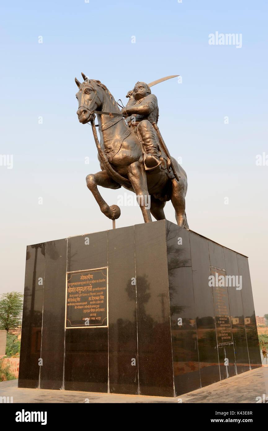 Statue von einem Maharaja, Bharatpur, Rajasthan, Indien | Statue eines Maharadscha, Bharatpur, Rajasthan, Indien Stockbild