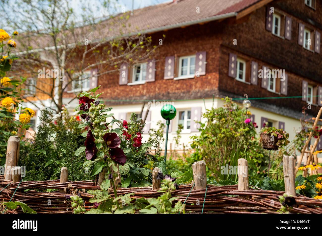 Allg u house stockfotos allg u house bilder alamy for Traditionelles deutsches haus