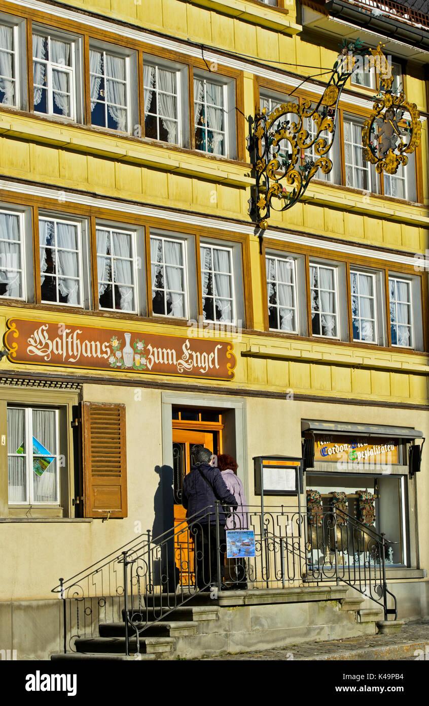 Pension Gasthaus Zum Engel, Gebäude im Appenzeller Stil, Urnäsch, Kanton Appenzell Ausserrhoden, Schweiz Stockbild