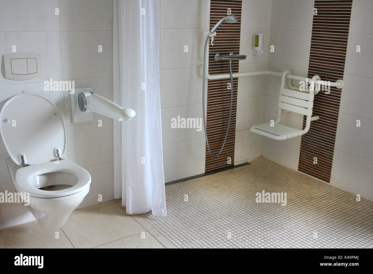 Behindertengerechtes Badezimmer.Behindertengerechtes Badezimmer Stockfotos