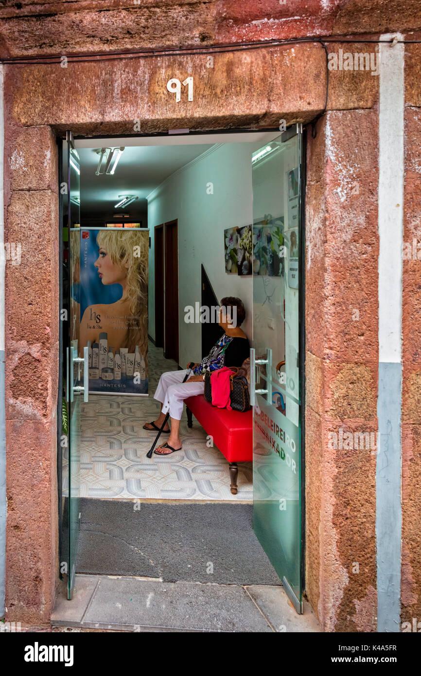 friseur stockfotos friseur bilder alamy. Black Bedroom Furniture Sets. Home Design Ideas