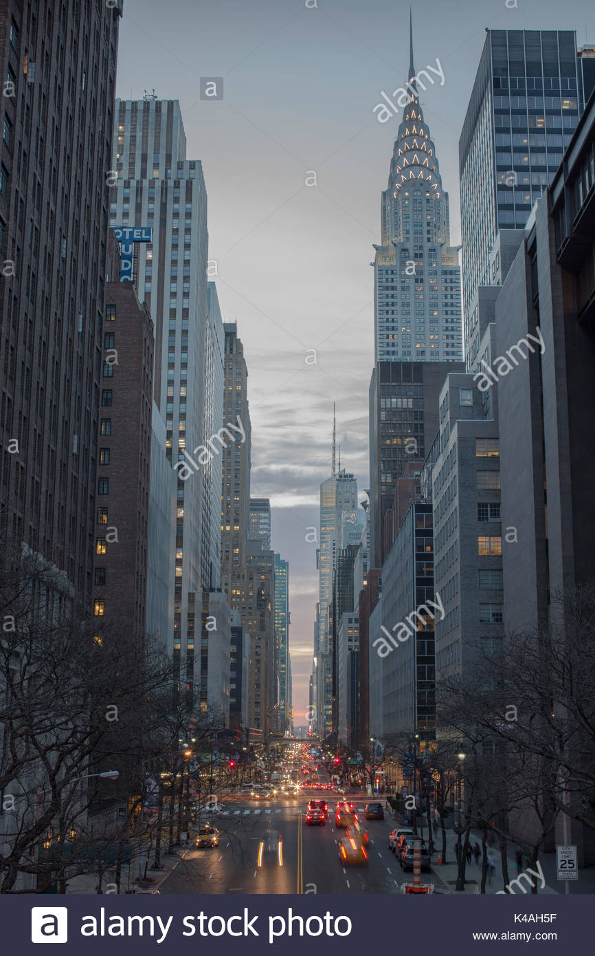 Manhattan Sonnenuntergang über 42 Straße Stockbild