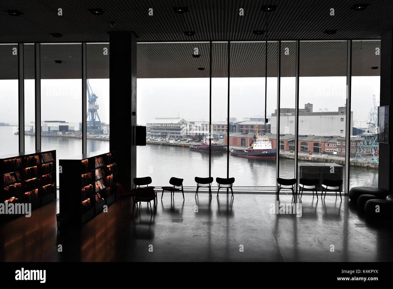 Anzeigen von Aarhus\' Waterfront aus der Bibliothek im Inneren dokk 1 ...