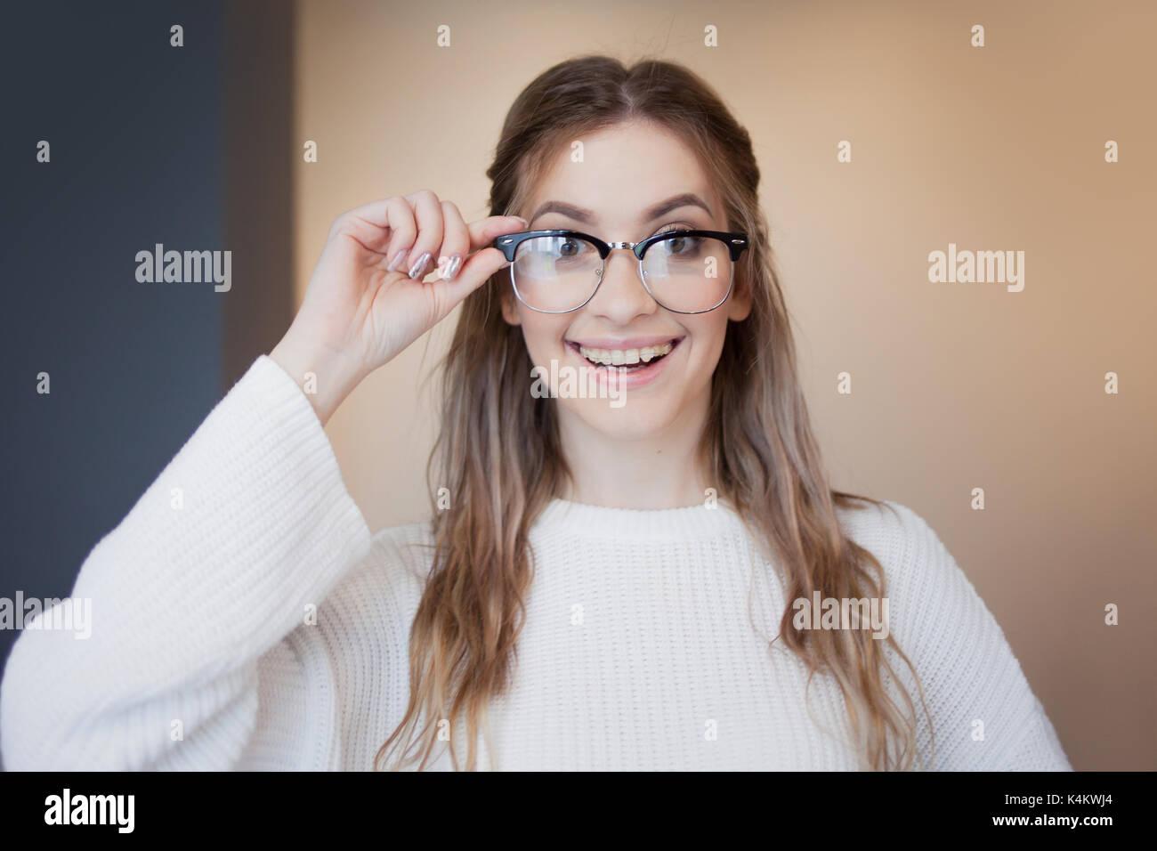 Mädchen mit brille zeichnung
