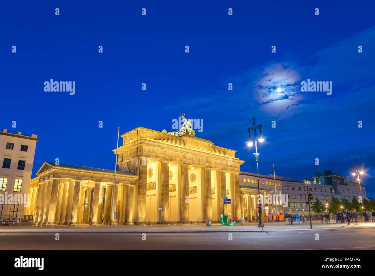 Berlin Night Skyline am Brandenburger Tor (Brandenburger Tor), Berlin, Deutschland Stockbild