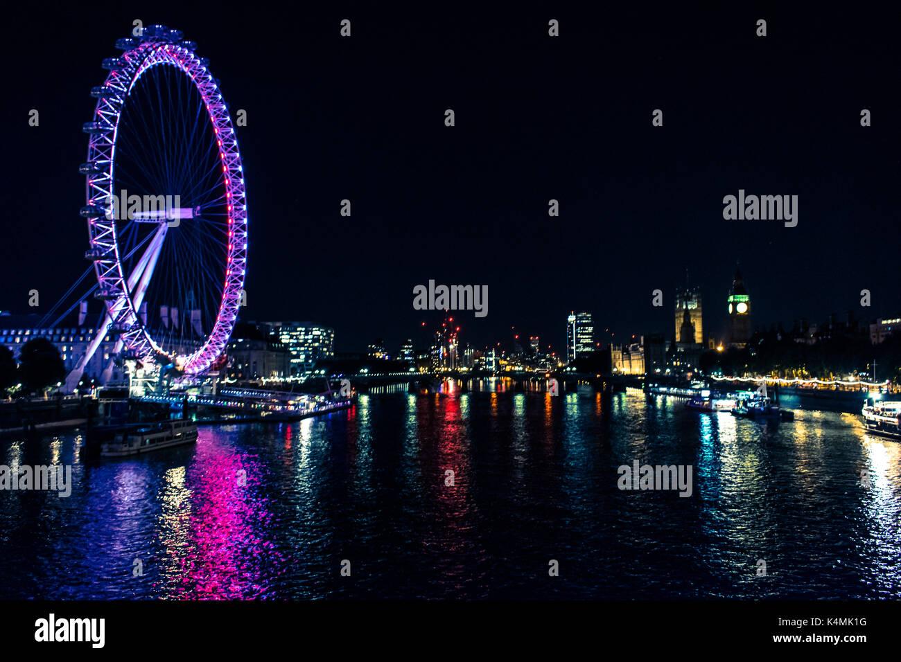 London Eye bei Nacht Stockbild