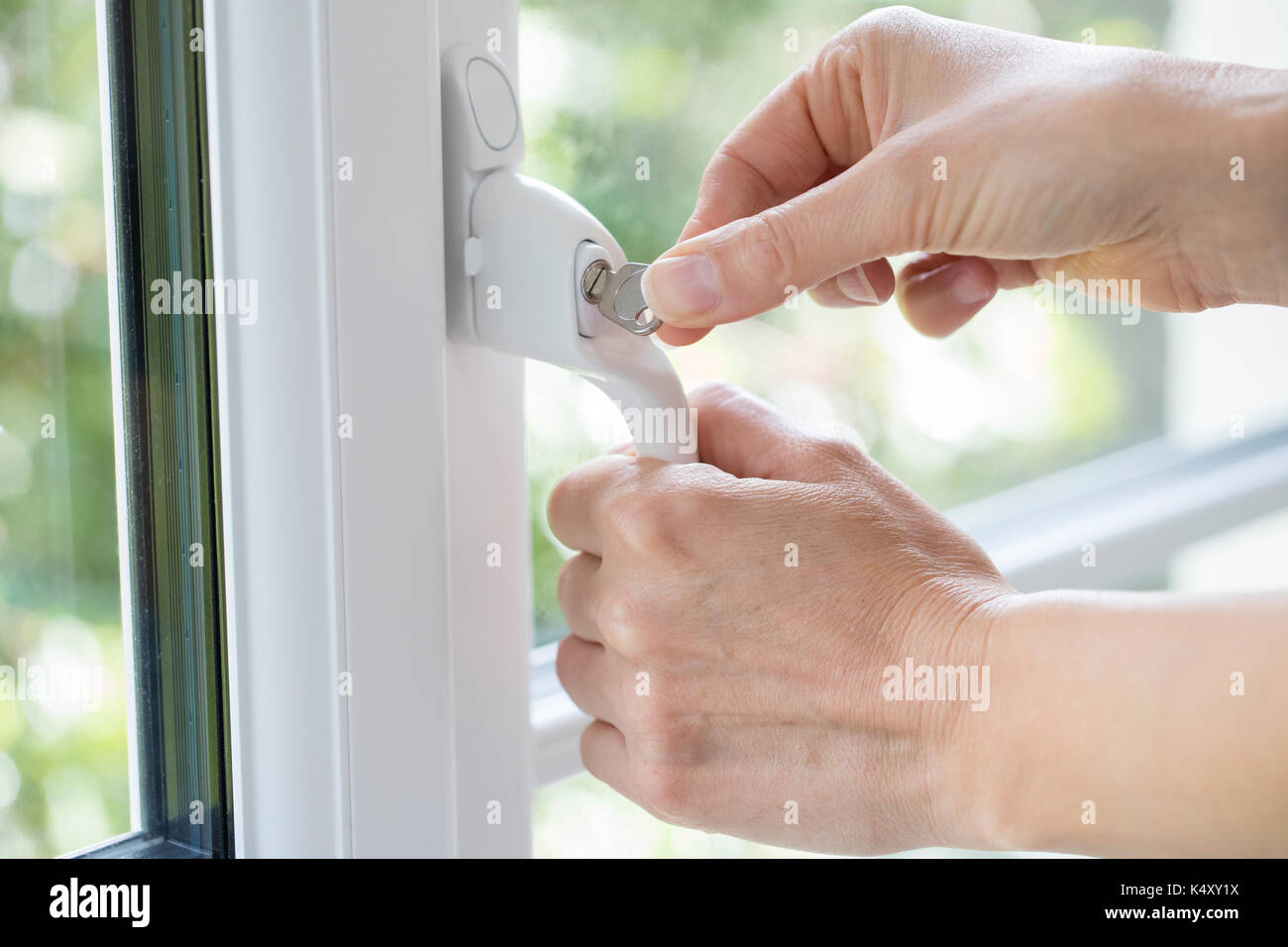 Super Fenstersperre Stockfotos & Fenstersperre Bilder - Alamy DZ71