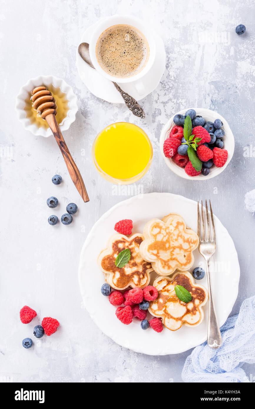 Frühstück mit Scotch Pfannkuchen Stockfoto
