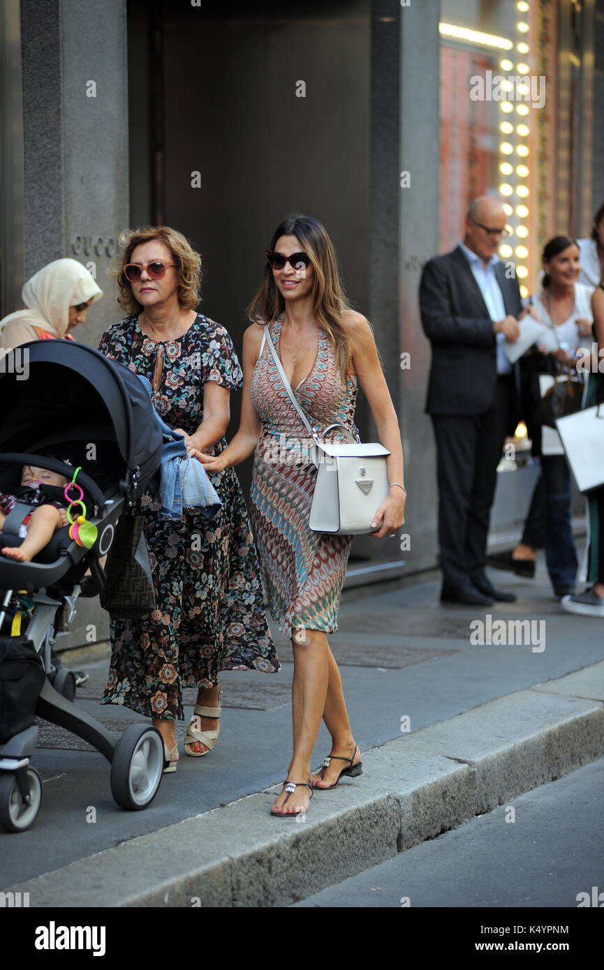 Mailand Cecilia Capriotti Und Mama In Der Mitte Mit Der Kleinen