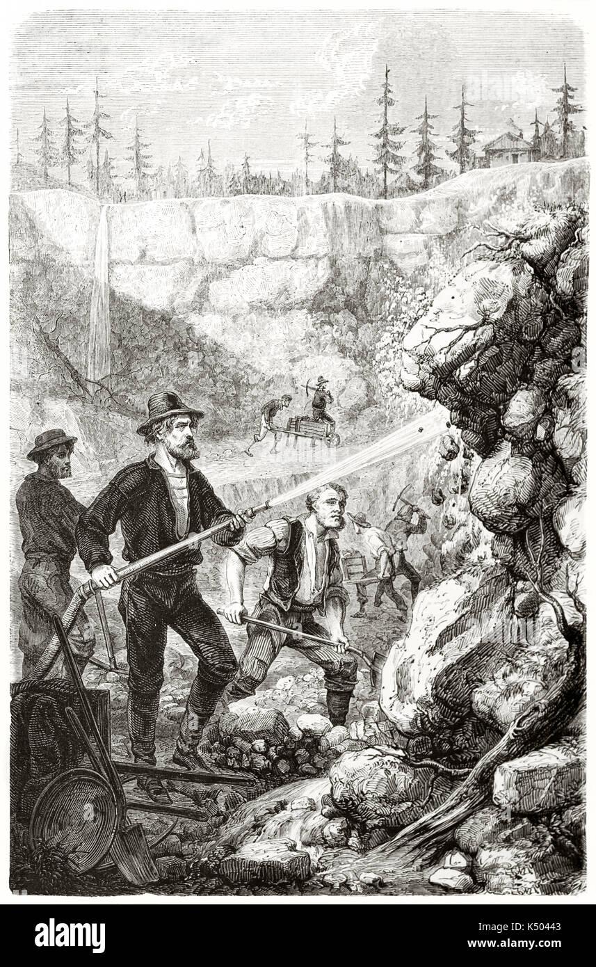 Antike Goldsucher waschen Felsen mit einer hydraulischen Pumpe in einer Höhle in Kalifornien. Durch Chassevent Stockbild