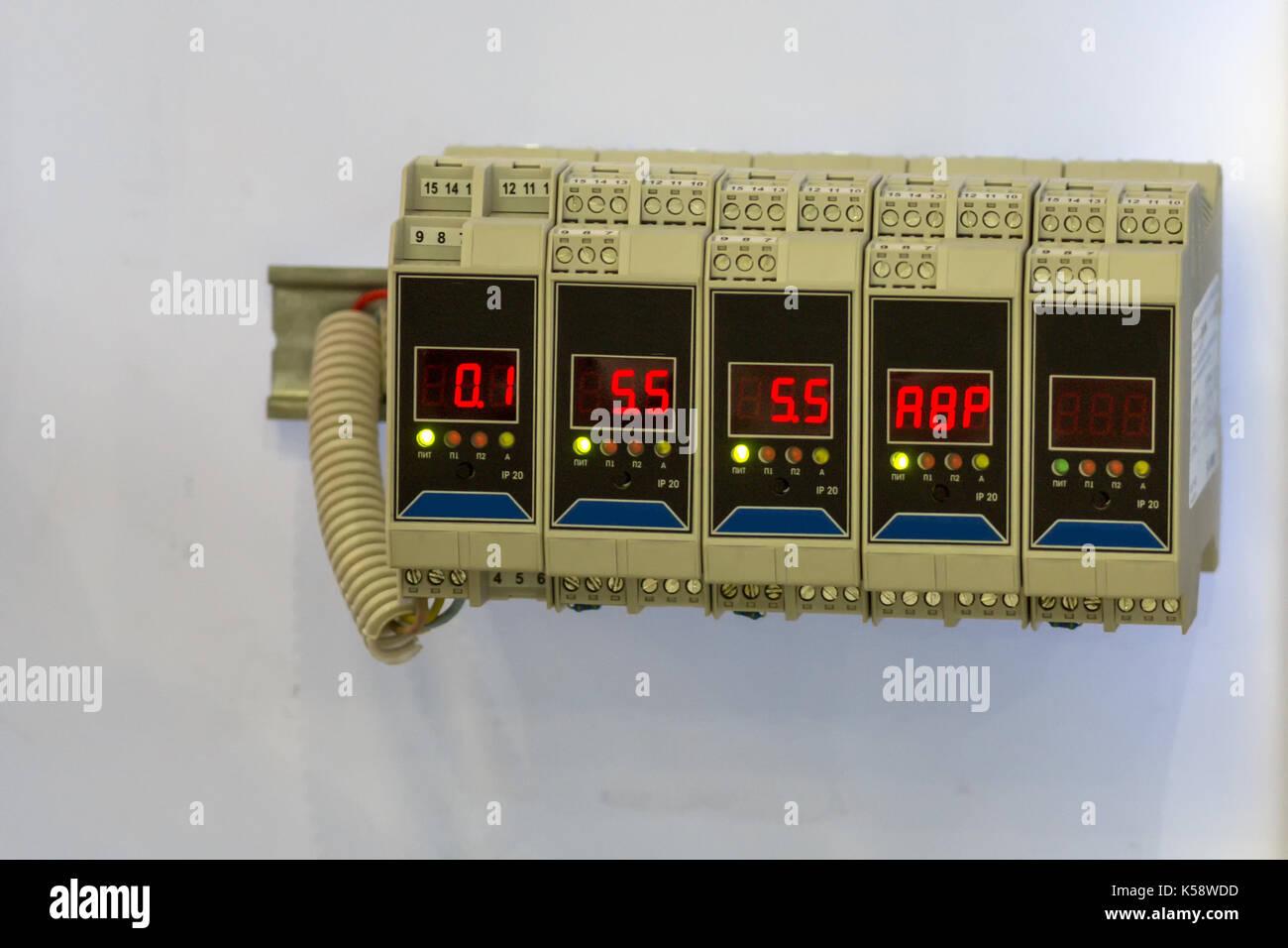 Elektrische Bildstabilisator - Transistoren oder Widerstände - Sicherheit elektronischer Geräte Stockbild