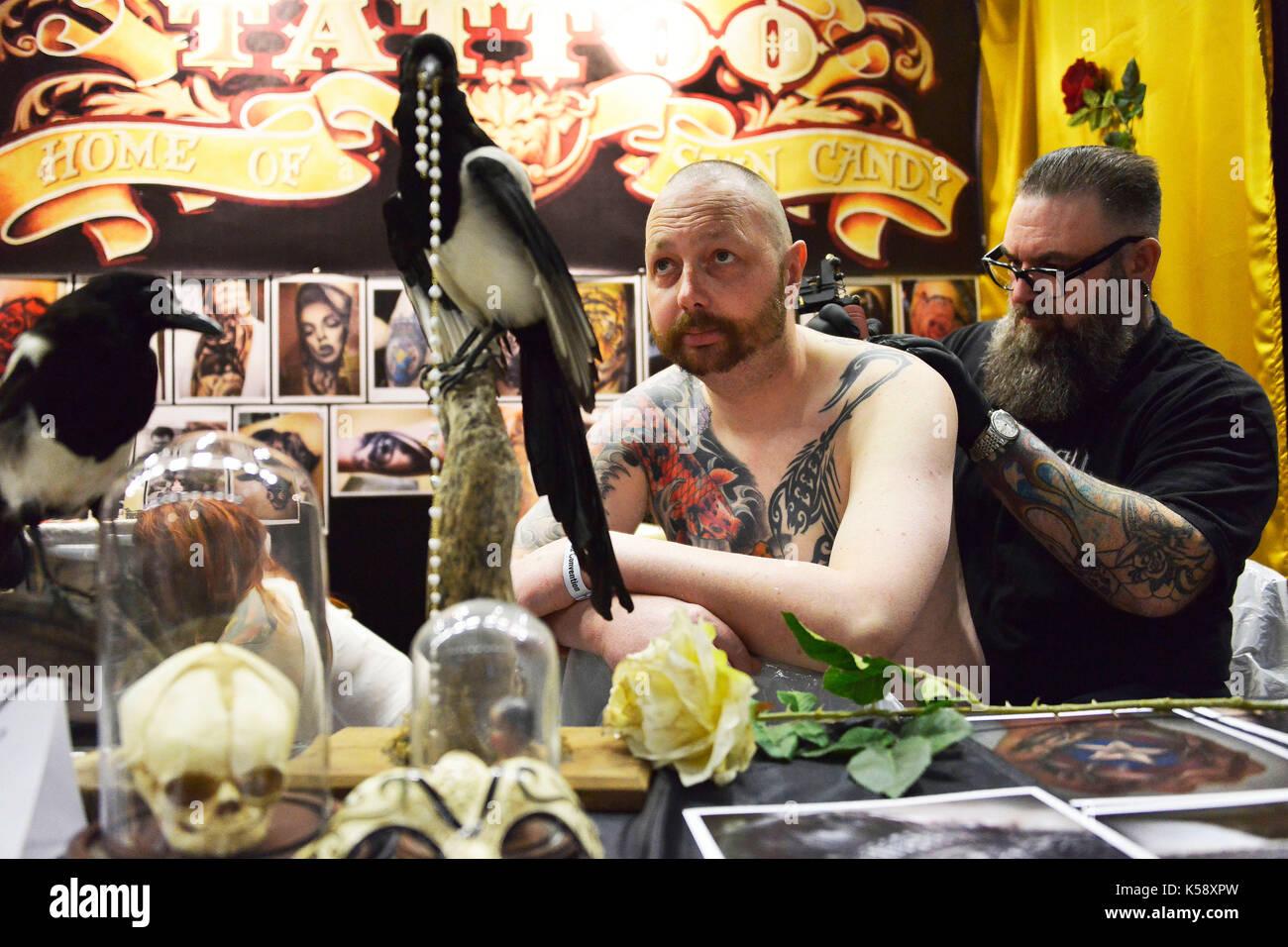 Tattoo Convention am Brighton Centre, Tausende der Konvent teilgenommen, wo einige der bekanntesten Künstler ihre Arbeiten wir. Kredit Terry Stockbild
