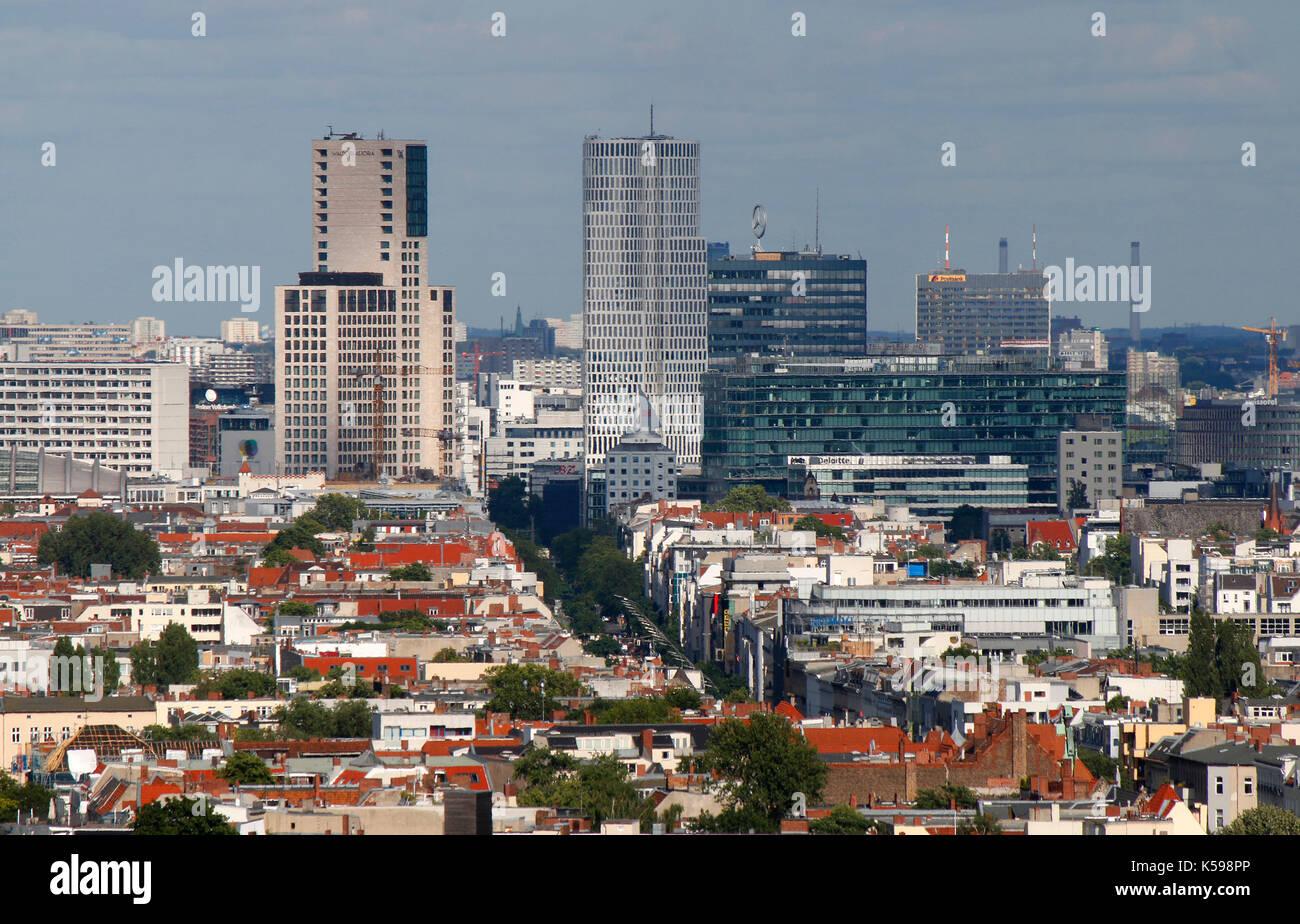 die skyline von berlin charlottenburg mit den juengsten hochhaeusern der city west dem. Black Bedroom Furniture Sets. Home Design Ideas