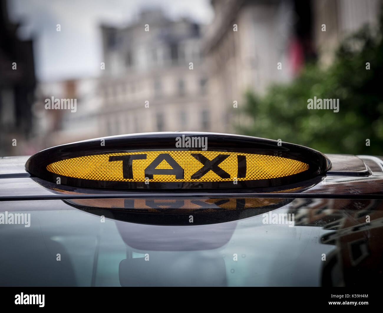 Mercedes Vito London Taxi Black Cab - Zeichen auf einem Mercedes Vito Taxi in Central London. Der Vito ist eine Alternative zu den traditionellen Black Cab Stockbild
