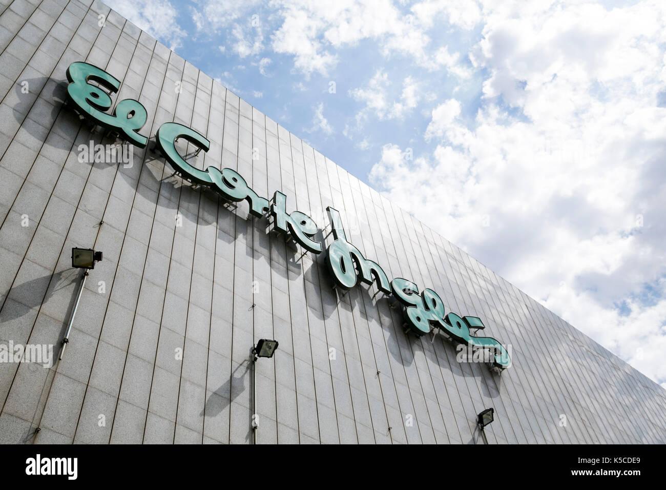 Ein logo Zeichen außerhalb des El Corte Inglés Shopping Center in Barcelona, Spanien am 24. August 2017. Stockbild