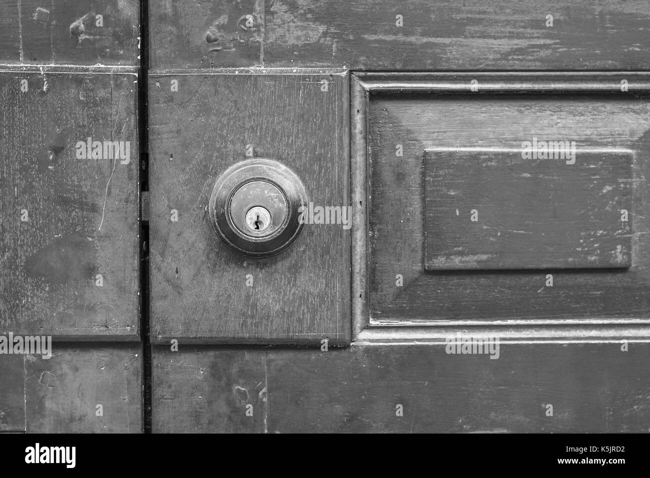 Black Wooden Front Door Brass Stockfotos & Black Wooden Front Door ...